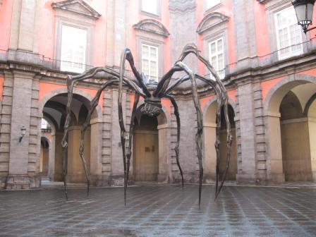 Loise Bourgeois. Mamá. Patio del Palacio de Capodimonte Nápoles. Foto: del autor