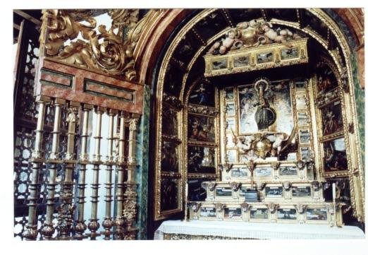 Retablo de Nuestra Sra. de Guadalupe. Claustro alto de las Descalzas Reales. Madrid. Detalle de la reja.