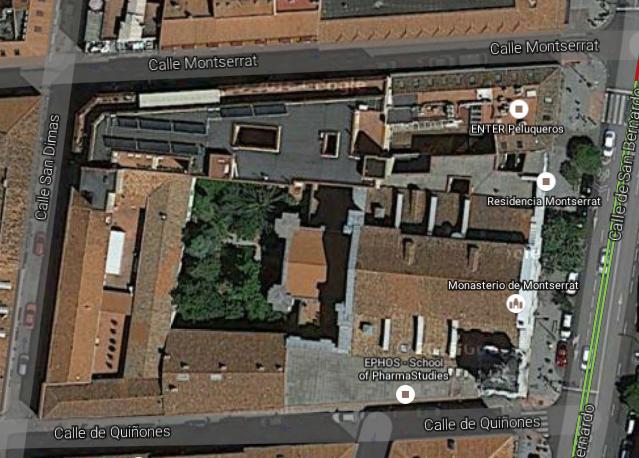 Vista aérea de la iglesia de Montserrat en la calle San Bernardo de Madrid. Se aprecian los pilares del crucero para la cúpula y la forma del proyecto original. Fuente: googlemaps