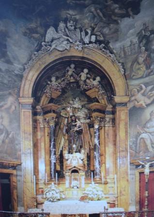 Retablo de San Antonio presidido por la talla de Manuel Pereira.