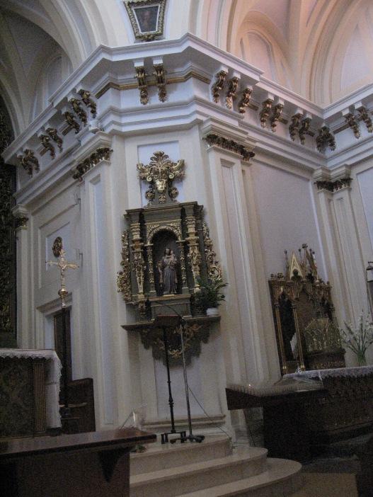 Interior. Detalle del retablo del crucero