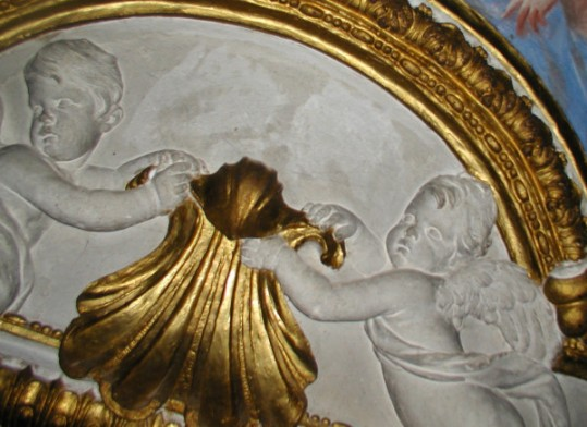 Juan Bautista Morelli. Detalle de putti de los estucos del despacho de Carlos II en el Palacio Real de Aranjuez.