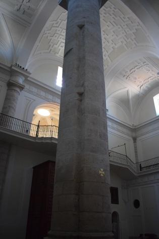 Columna con restos del coro primitivo de Gómez de Mora.