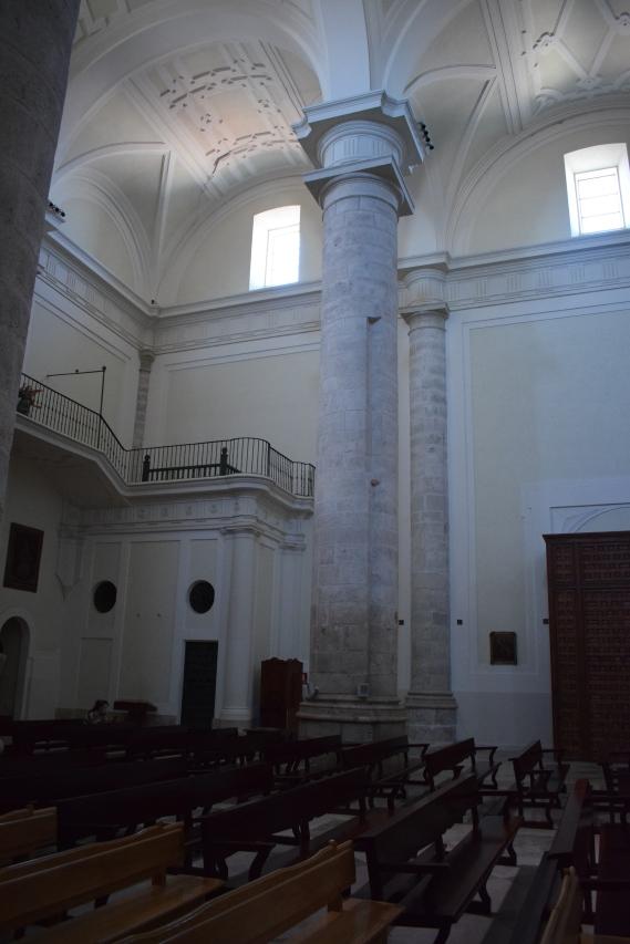 Tramo occidental de la catedral de Getafe. Restos de los apoyos del antiguo coro en la columna.