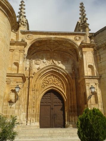 Iglesia de Torrelguna. Portada Sur con elementos góticos tardíos y renacentistas.