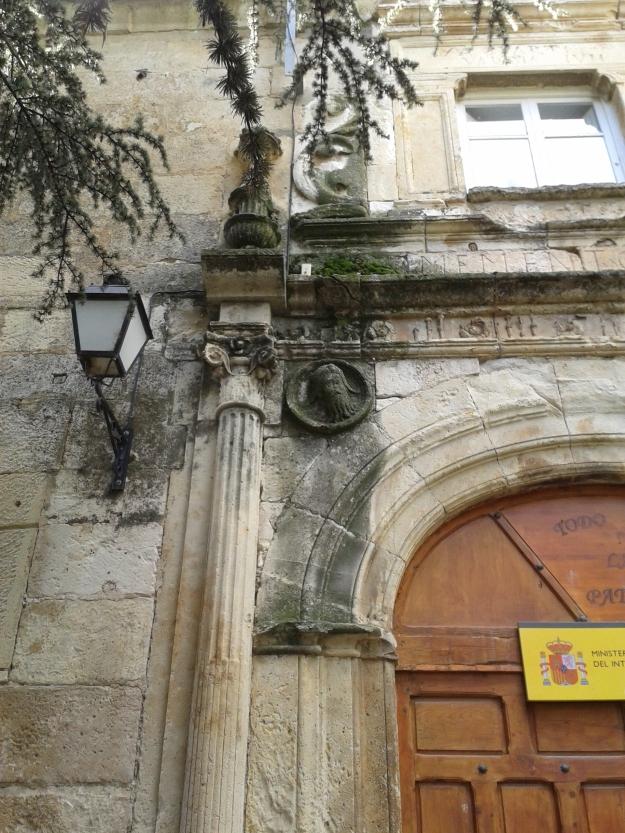 Detalle de la portada renacentista del Palacio de Salinas. S. XVI