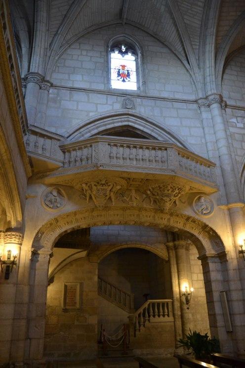 Iglesia de Torrelaguna. Vista interior (detalle del coro y arcos). foto: Jesús C. V.