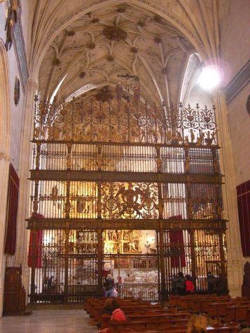 Interior de la Capilla Real de Granada. foto: Oliver Bruchez (wikipedia)