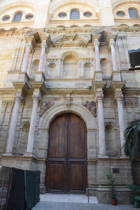 José de Bada. Portada lateral en el muro norte.