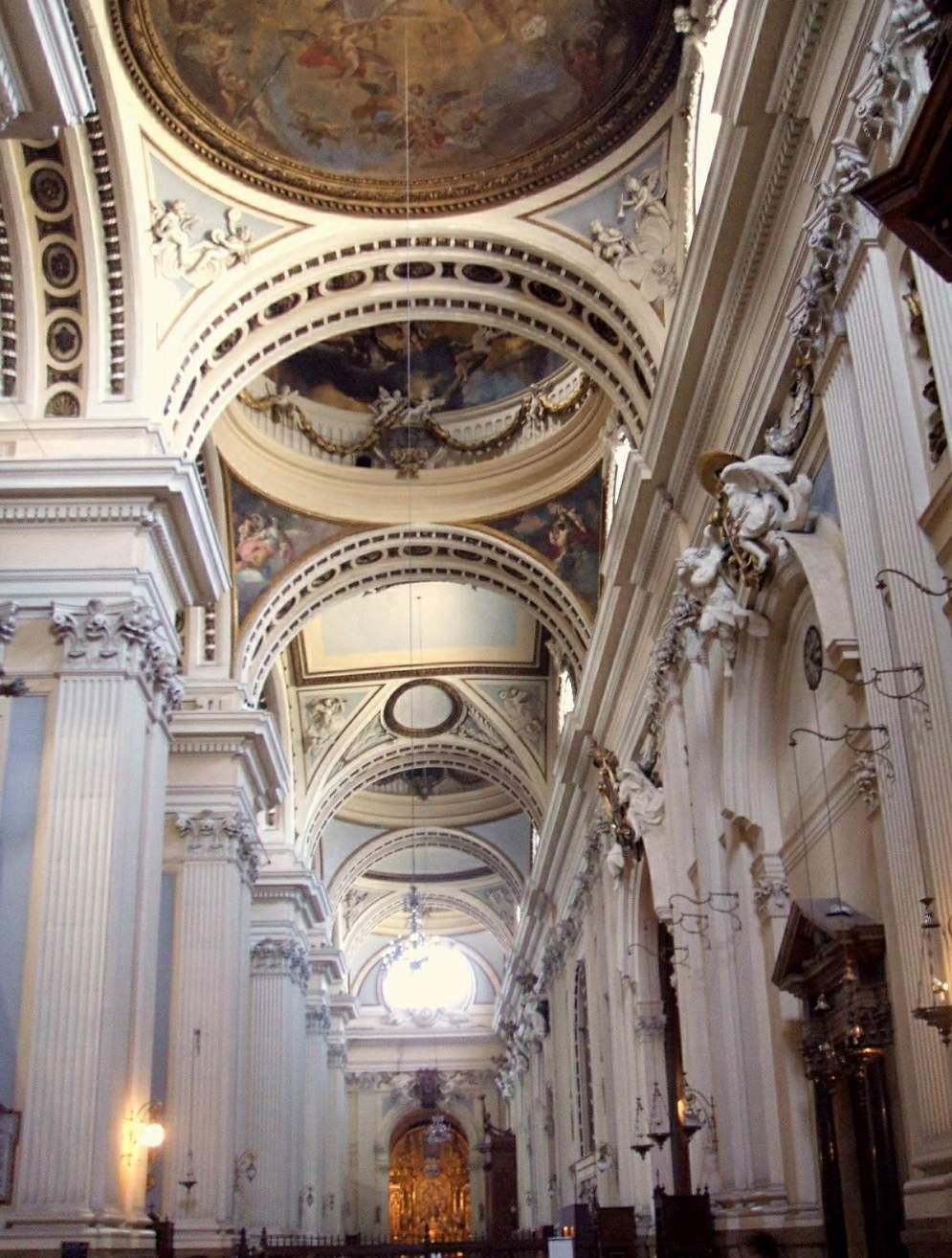Nave lateral de la Basílica del Pilar de Zaragoza. Foto: Wikipedia.