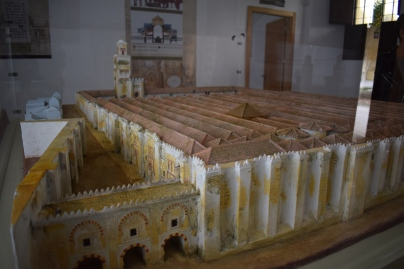 Maqueta del aspecto original de la Mezquita de Córdoba tras la ampliación de Almanzor. Detalle del muro de quibla Palacio Arzobispal de Córdoba