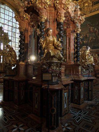 Pedro Duque Cornejo (escultura) y Hurtado Izquierdo (arquitectura). Tabernáculo de la Cartuja de Granada. Foto: Wikicommons.
