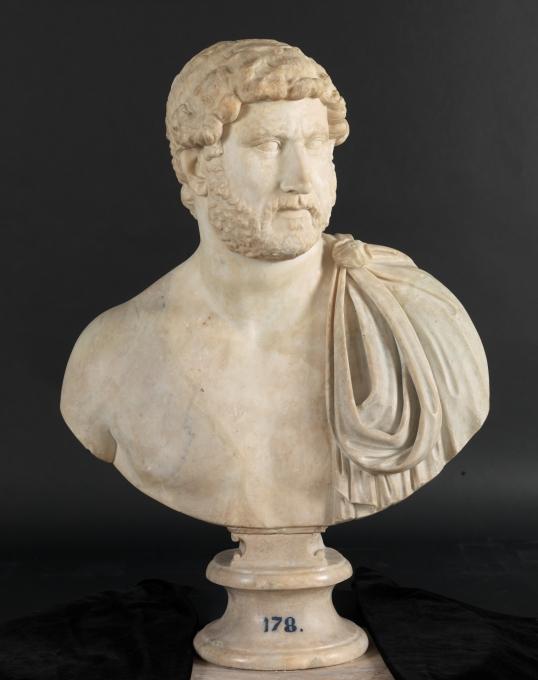 Taller romano. El emperador Adriano Hacia 134. Mármol blanco, 84 x 67 cm. Museo del Prado.