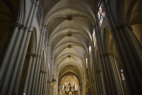 Catedral de Toledo. Bóvedas barlongas de la nave central. foto: cipripedia.