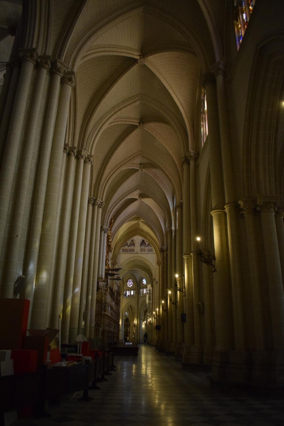 Catedral de Toledo. Nave lateral. foto: cipripedia.