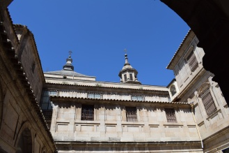 Cúpula de la capilla del Sagrario y remate de la del Ochavo desde el Patio. foto: cipripedia.