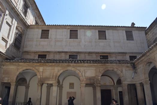 Patio del conjunto de la Sacristía, Sagrario, Ochavo y Tesoro. foto: cipripedia.