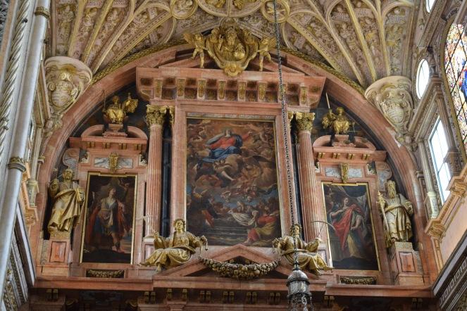 Alonso Matías (Arquitectura) Antonio Palomino (Pintura). Cuerpo superior del retablo de la catedral de Córdoba, en el centro con la Asunción de la Virgen. foto: @cipripedia.