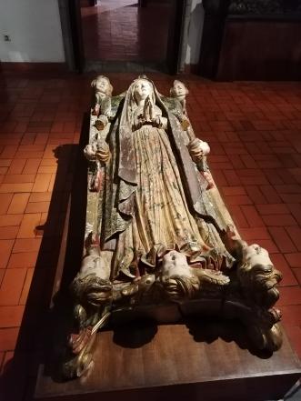Muerte o tránsito de la Virgen. Talla policromada. Museo Alberto Sampaio de Guimaraes (Portugal). foto: @cipripedia.